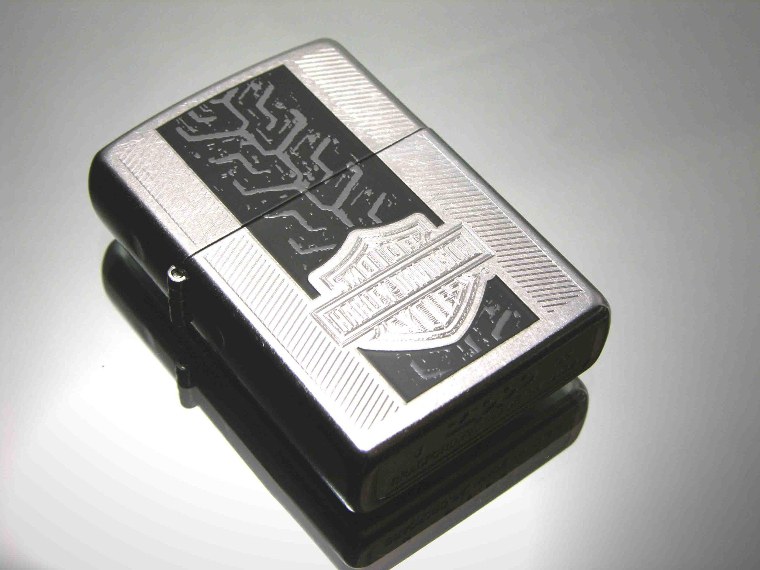 Zippo-24671-2.jpg